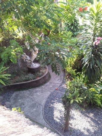 เนฟาตาริ เอ็กส์คลูซีฟ วิลล่าส์: View of Nefatari garden from restaurant
