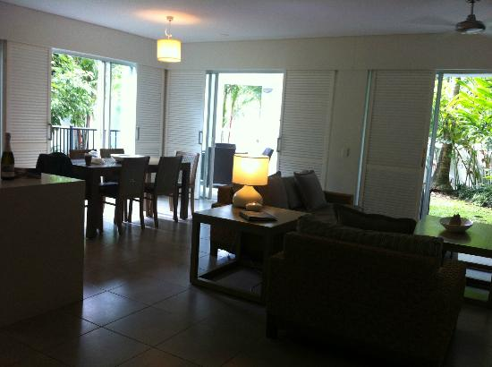Peppers Beach Club Port Douglas: 1 br suite - spacious living area