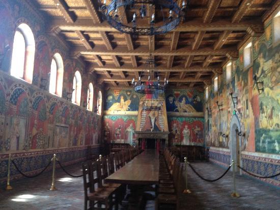 Castello di Amorosa: Dining room