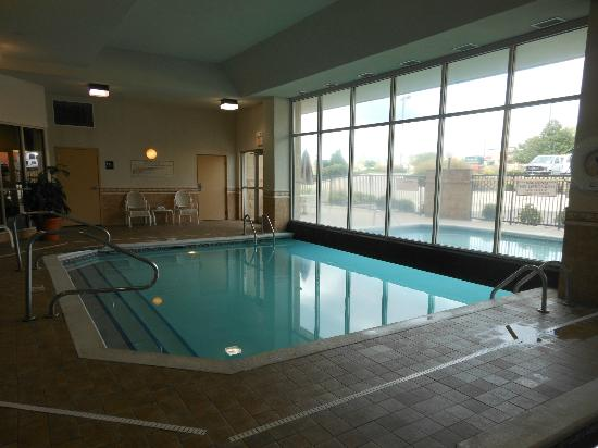 Drury Inn & Suites Dayton North: Indoor/Outdoor Pool