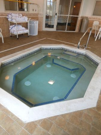 Drury Inn & Suites Dayton North: Whirlpool