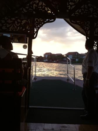 very nice sunset view when take the shuttle ferry back to the resort hotel