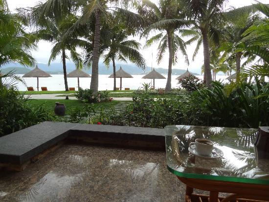 Vinpearl Luxury Nha Trang: Beachfront view