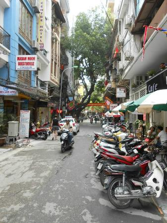 Hanoi Old Centre Hotel: Street view (Old Centre is on the left)