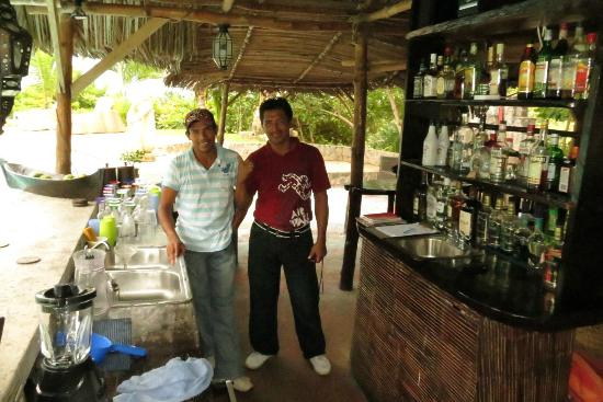 Popa Paradise Beach Resort: The bartenders