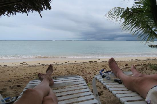 Popa Paradise Beach Resort: Watching a storm roll in over the ocean