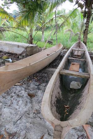 Popa Paradise Beach Resort: Dug out canoes used by the locals for transportation