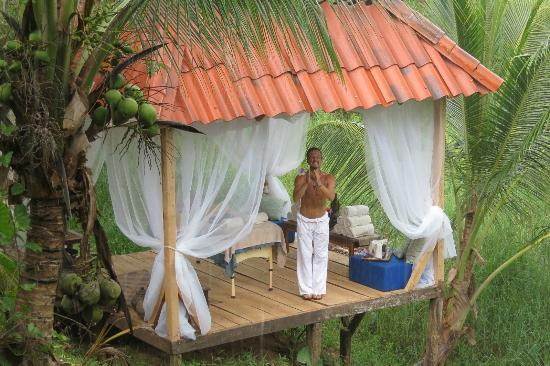 Popa Paradise Beach Resort: Darion in his new massage space!