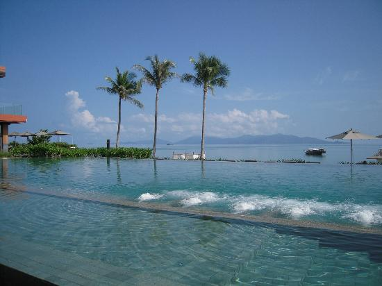 Hansar Samui Resort: The pool!