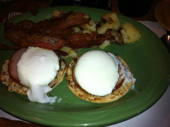 Grumpy's Restaurant : EggsBenedict