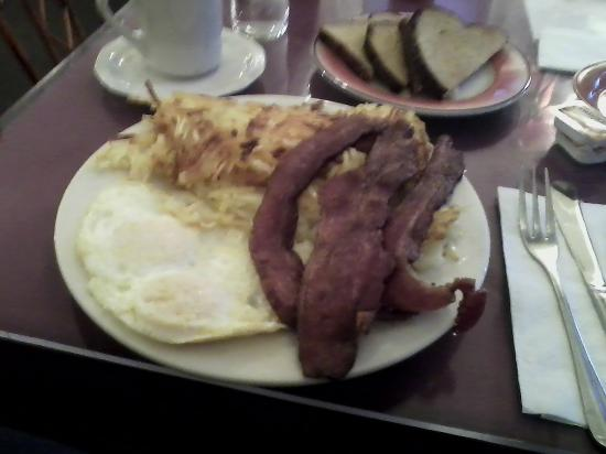 "Cameo Cafe: 2 eggs, bacon, hash browns, toast, ""yum"""