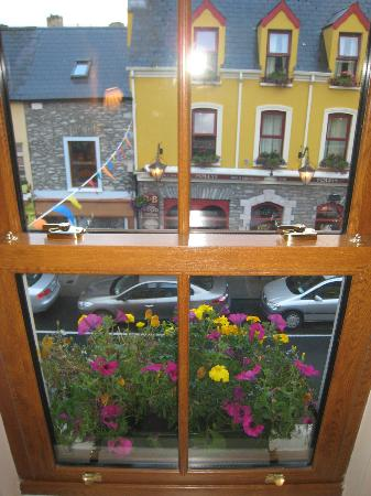 Coachmans Townhouse Hotel: One of the views from my room, looking out onto Henry Street