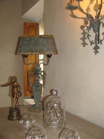 Cote Lourmarin: Antique decors