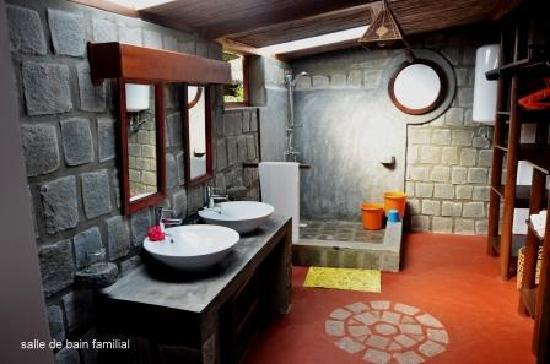Hotel Libertalia: sdb familial