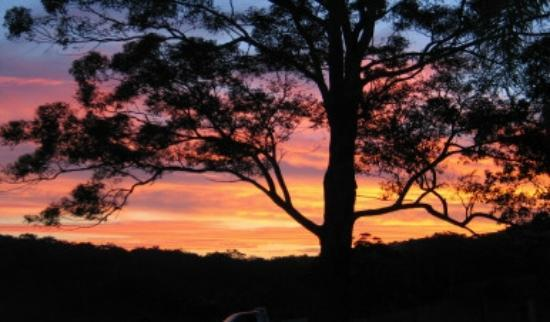 Hillcrest Mountain View Retreat: stunning sunset at Hillcrest