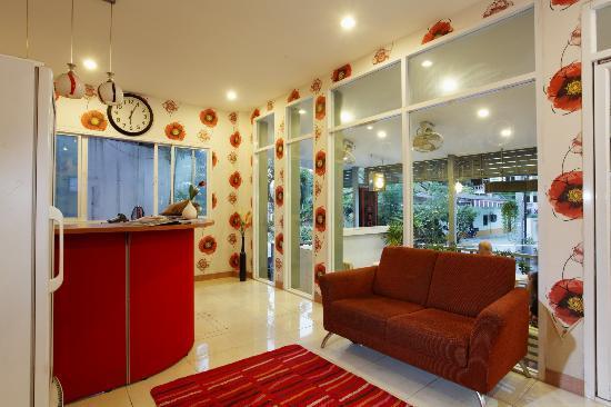 B-Bossa Patong Hotel: Hotel Lobby