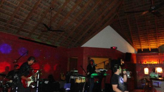วาการุฟาลิ ไอแลนด์ รีสอร์ท: live music