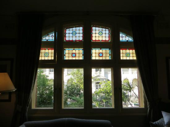 Simpsons of Potts Point Hotel: Beautiul window and view