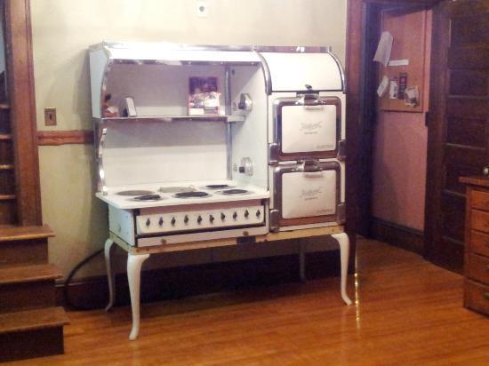 The Mulburn Inn at Bethlehem: The Edison stove. Still functional!