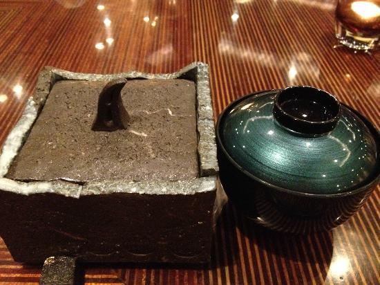 Ancient Hotel: 中には、一口塩むすびと木ノ子汁