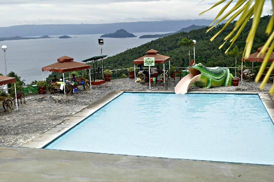 Mataas Na Kahoy, Filipinas: view from the infinity pool