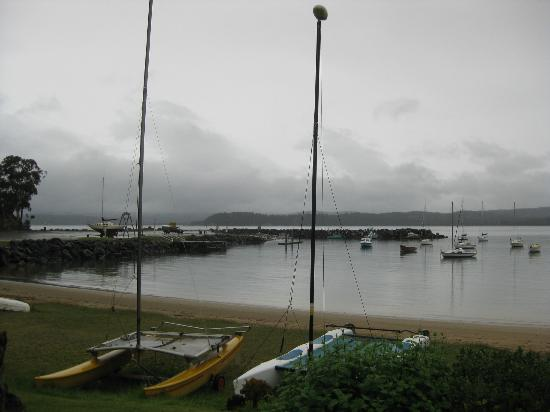 Quarantine Bay Beach Cottages: A grey Oct day but good view
