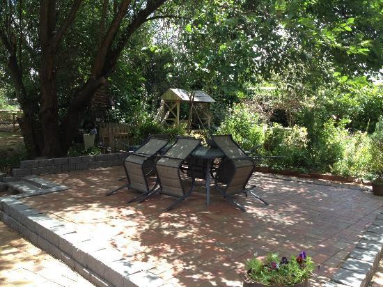 Birch House & Studio: Outdoor entertaining area
