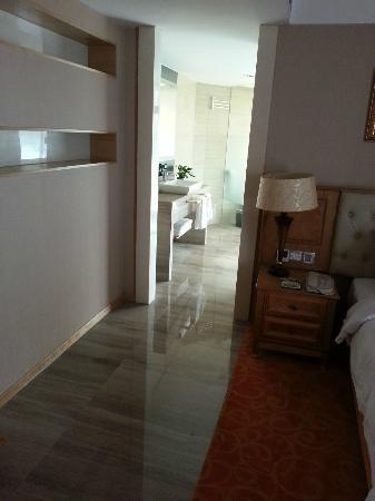 Plainvim International Boutique Hotel: bathroom