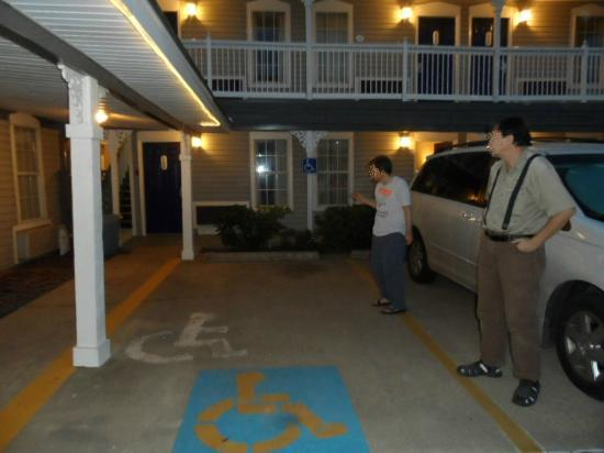 Red Roof Inn - Waco: Handicap reserved parking spaces in front of Rms 102 & 103