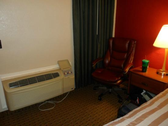 Red Roof Inn - Waco: Rm 103 - Area beside bed - other side not quite as roomy