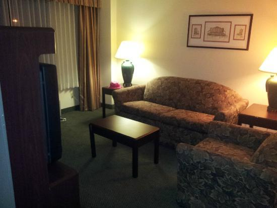 Ramada Englewood Hotel & Suites: Living room more