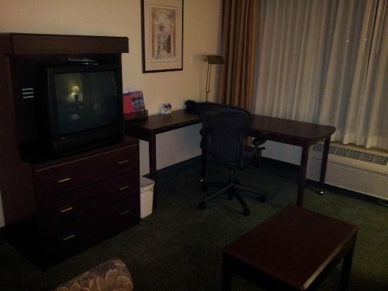 Ramada Englewood Hotel & Suites: Desk