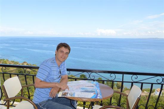На балконе нашего номера в Villa Contessa