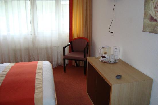 Hôtel Bon-Port : Room 1