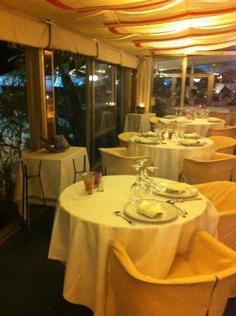 Nounou: restaurant interior