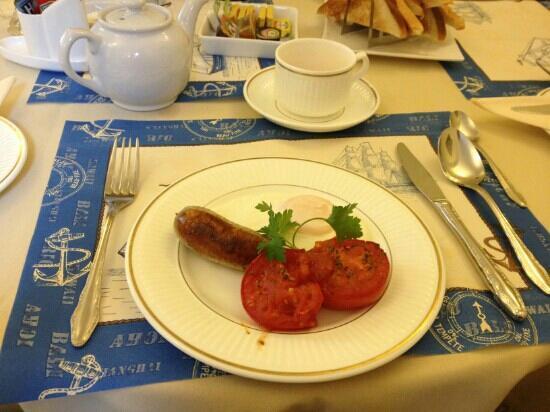 The Avondale: sausage and tomatos