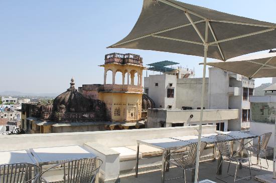 O'zen: Rooftop monkey chill zone