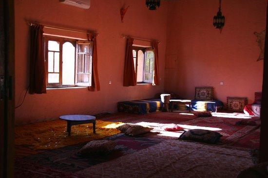 Hotel Ksar Merzouga: L'area relax all'ombra!