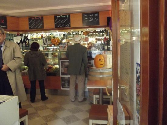Caffe' Brasilia: warm and inviting