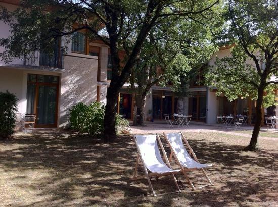 Hotel Les Esclargies: côté terrasse petit déj.