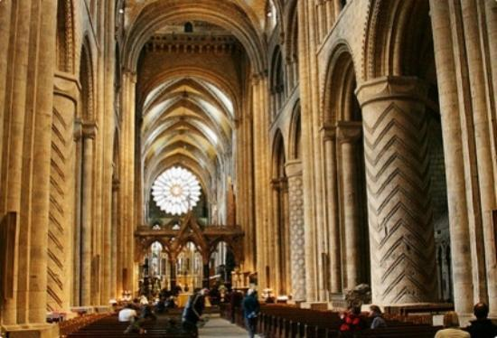 The inside of cathedral picture of durham cathedral for Catedral de durham interior