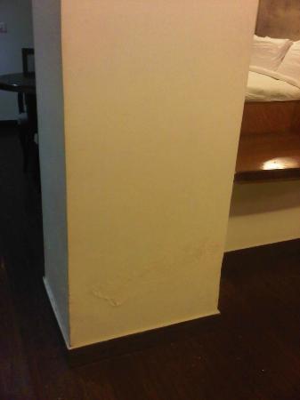 كلاركس إن أمريستار: Flakey plaster 