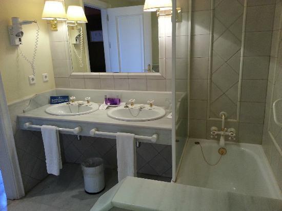 Alcazar de la Reina Hotel: Salle de bain