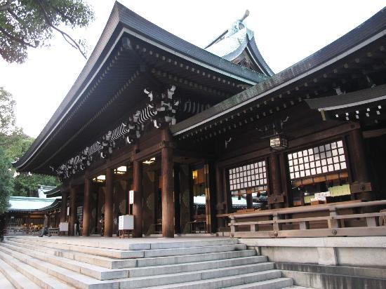 Sake Barrels on the way to Meiji Jingu Temple - Picture of Meiji Jingu Shrine...