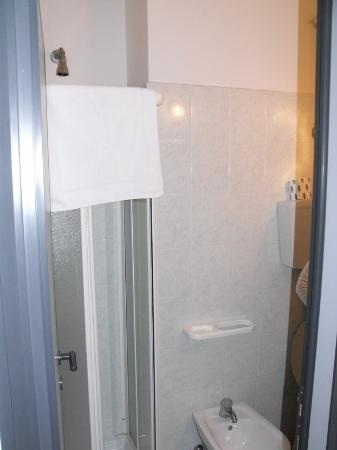 Hotel La Coccinella: Cabina doccia