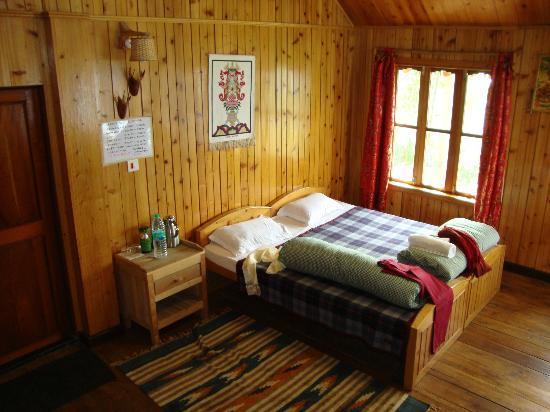 Neora Valley Jungle Camp: the bed on the 1st floor
