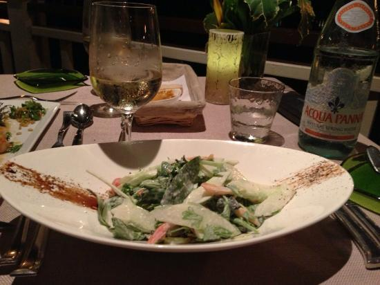 The Edge Restaurant Bar & Sushi: Mixed green salad - bland and too many stems