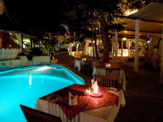 Thalassa restaurant & lounge : Dinning by the swimming pool