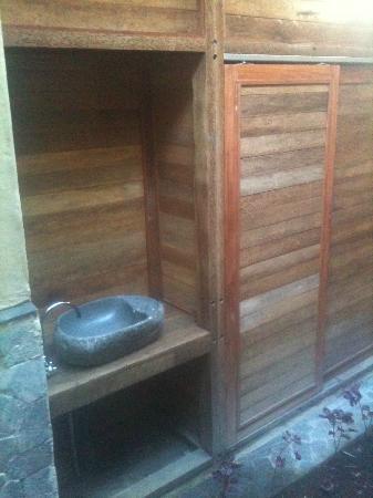Baruna Cottages: le lavabo exterieur