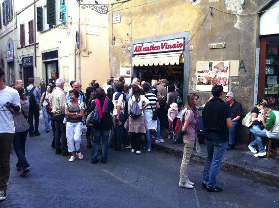 All'Antico Vinaio: crowded